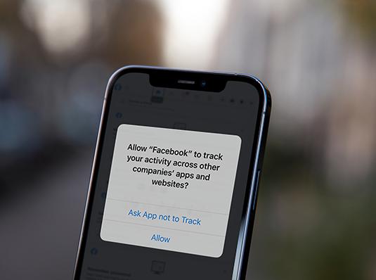 La guerre est déclarée entre Apple et Facebook